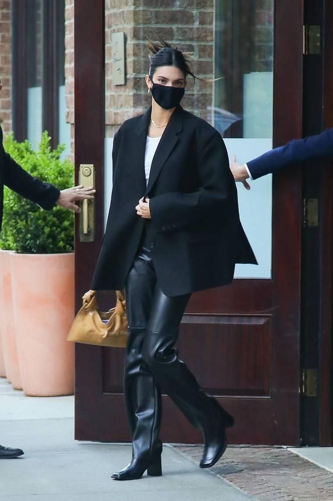 Kendall Jenner Braless 21