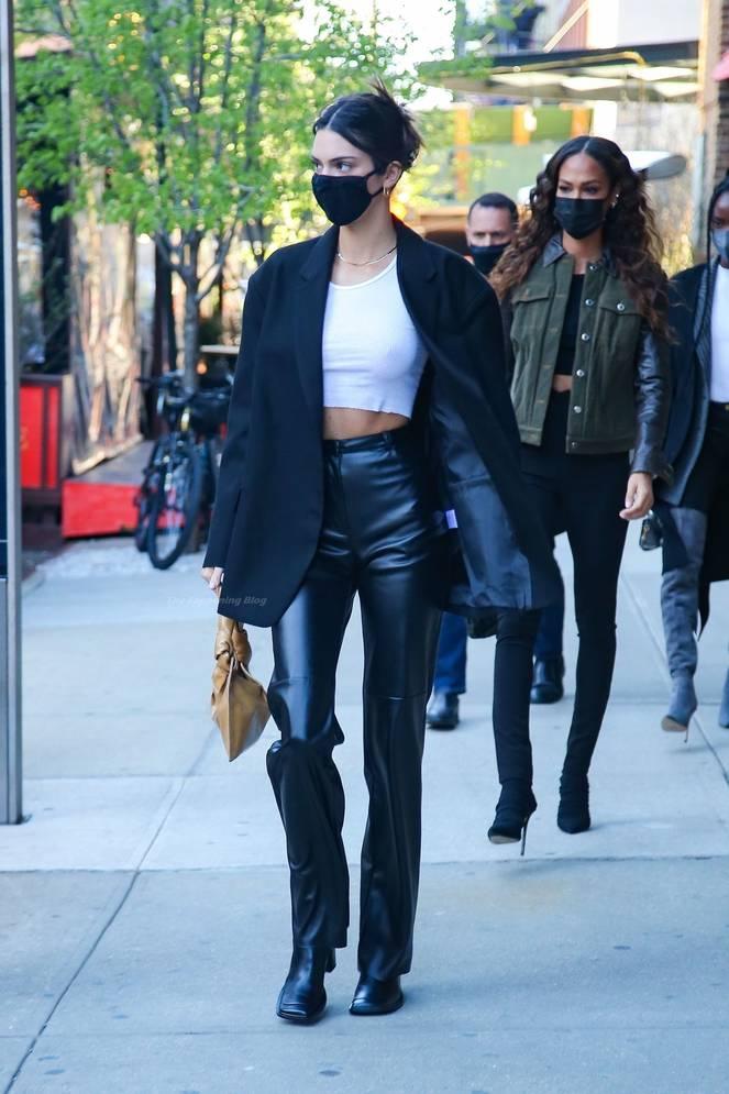 Kendall Jenner Braless 22