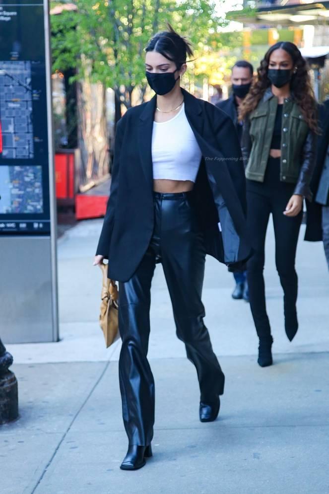 Kendall Jenner Braless 23