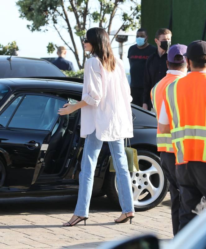 Kendall Jenner Braless 24