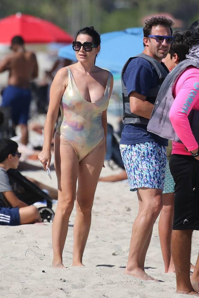 Sonia Amoruso on Beach 25
