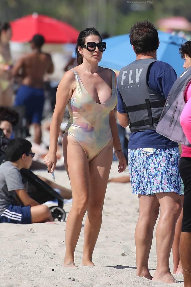 Sonia Amoruso on Beach 28
