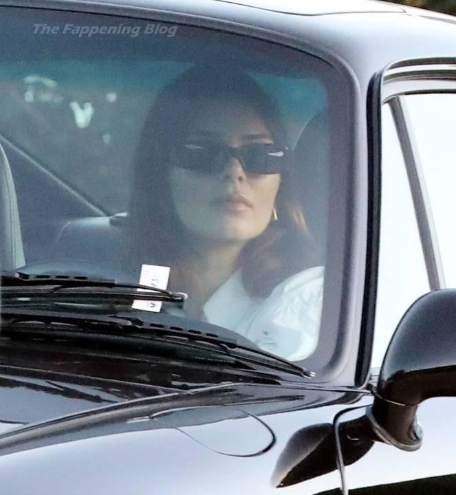 Kendall Jenner Braless 30