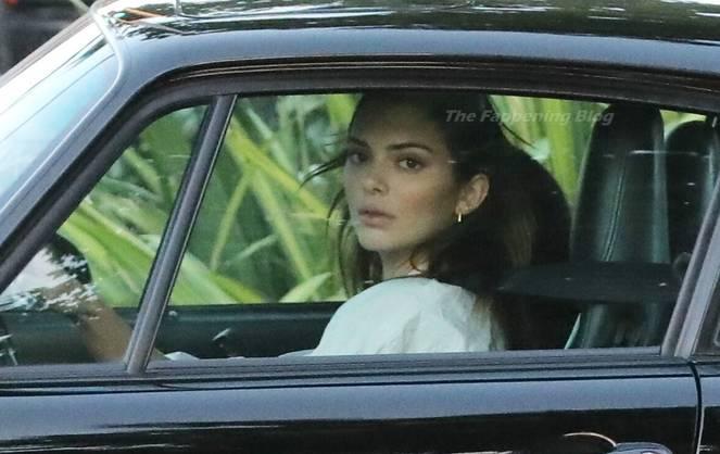 Kendall Jenner Braless 32