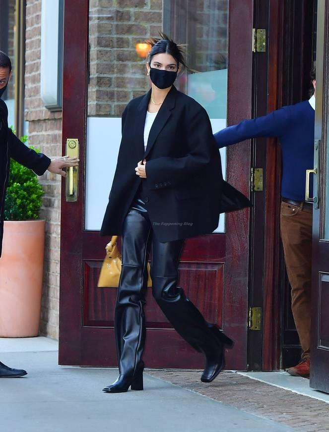 Kendall Jenner Braless 36