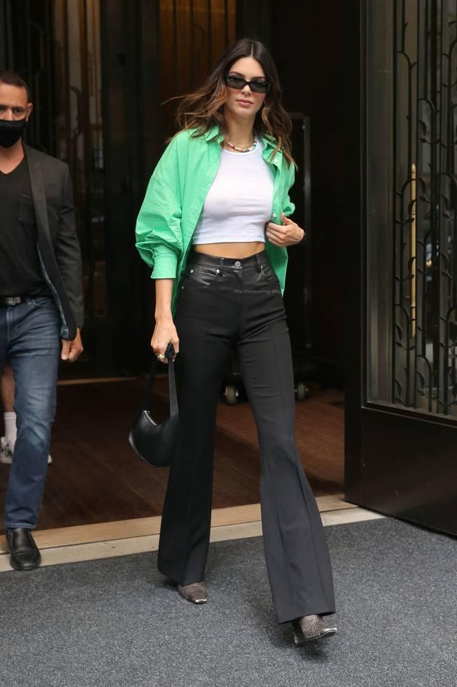 Kendall Jenner Braless 37