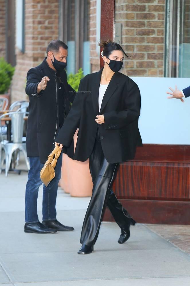 Kendall Jenner Braless 40
