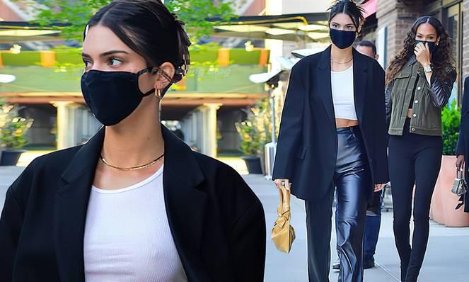 Kendall Jenner Braless 42