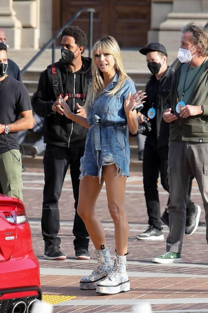 Heidi Klum Sexy Legs 52