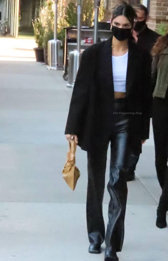 Kendall Jenner Braless 56