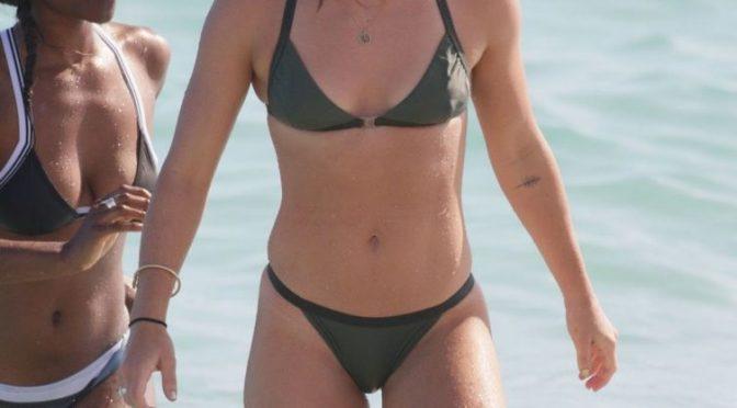 Arrow Actress Emily Bett Rickards Shows Her Fit Body in a Bikini