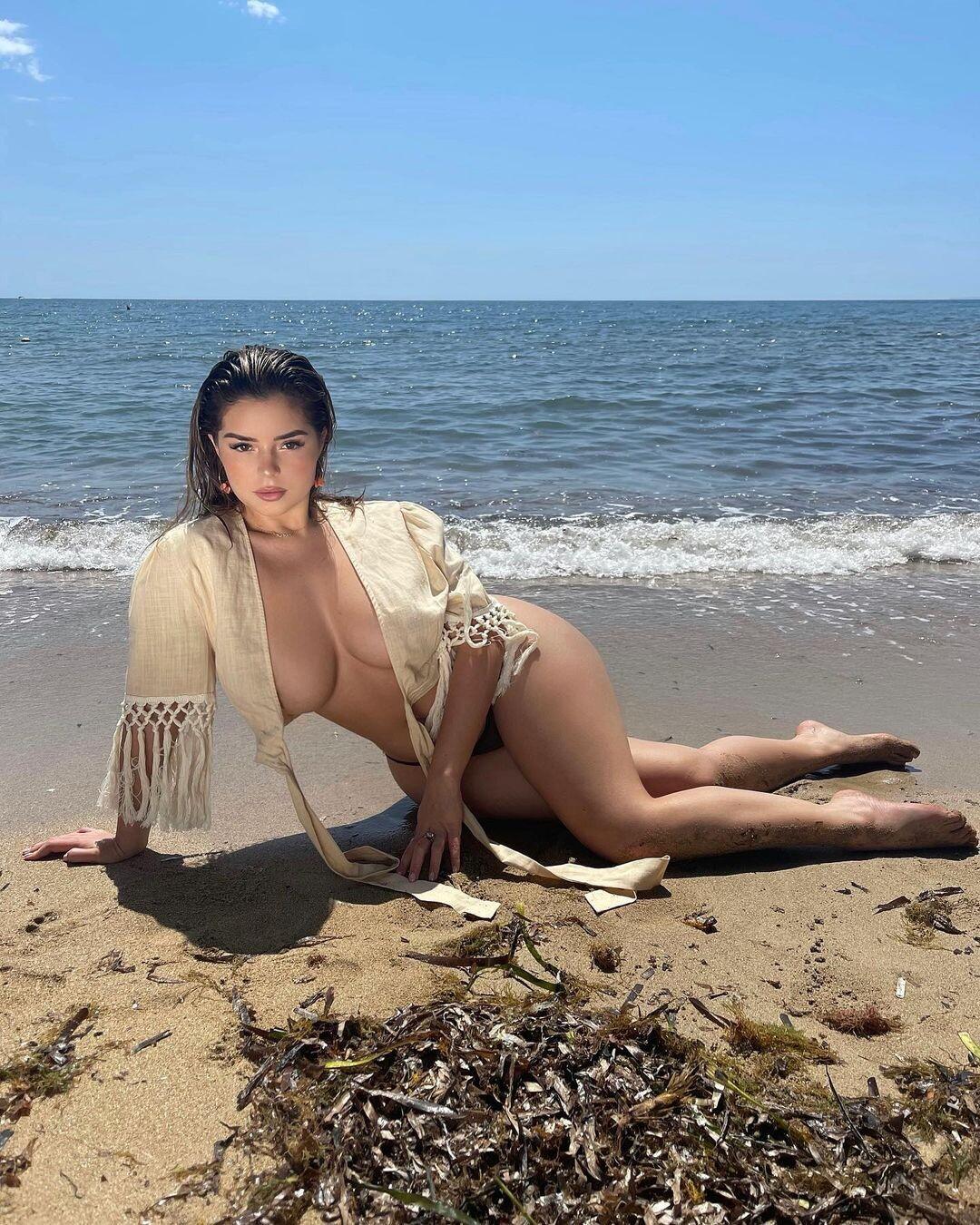 Demi Rose topless photos fappenings.com 4